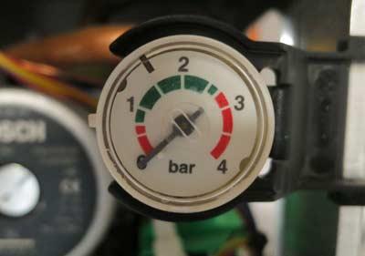 Waterdruk van de ketel controleren