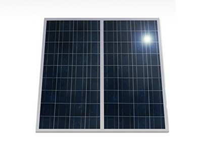 Twee zonnepanelen op één stopcontact