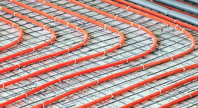 Krimpnetten leggen voor onder vloerverwarmingsbuizen