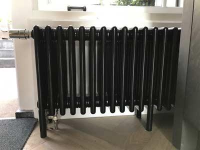 Zwarte kolomradiator